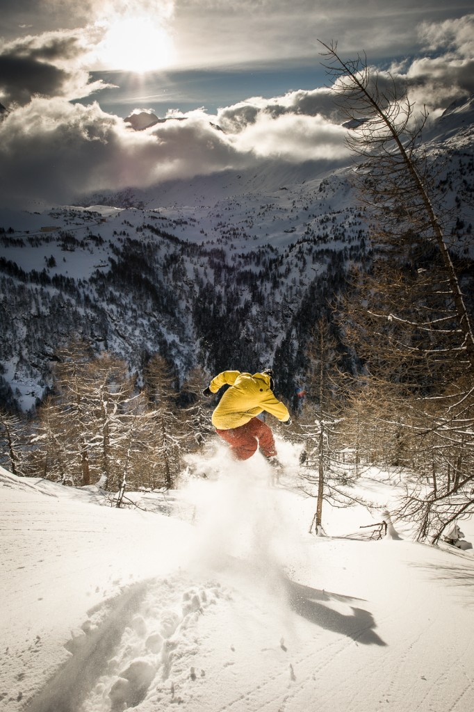 Gregor Betschon, ollie-ing into a dream. © Ahriel