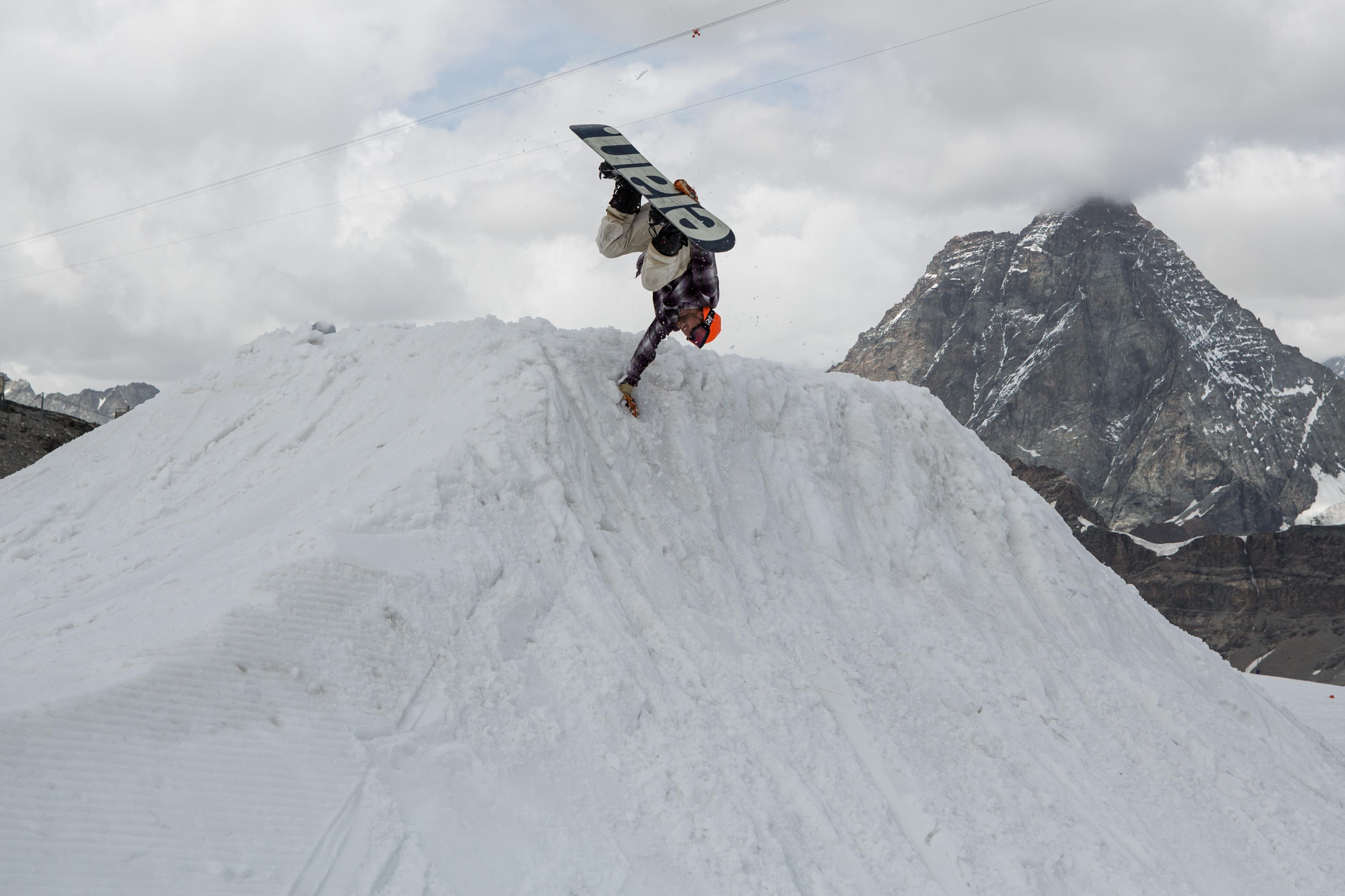 Valentin-Zimmermann_Handplant__Zermatt_Kuno-Egli